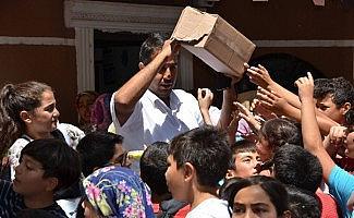 Muhtardan Kuran Kursu öğrencilerine dondurma ikramı