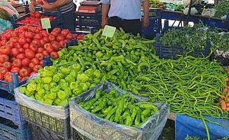 Nallıhan'da yerli mahsüller pazar tezgahlarını doldurdu