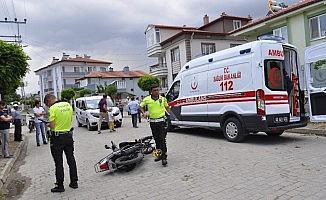 Otomobil elektrikli bisiklet ve motosikletle çarpıştı, 2 yaralı
