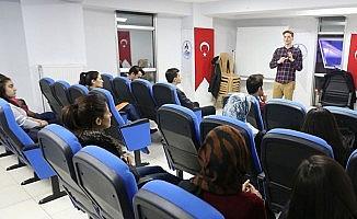 Pamukkale Belediyesi gençlere yabancı dil kursu açıyor
