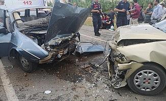 Seydikemer'de iki otomobil kafa kafaya çarpıştı: 6 yaralı