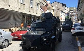 Taksiciye evinin önünde silahlı saldırı