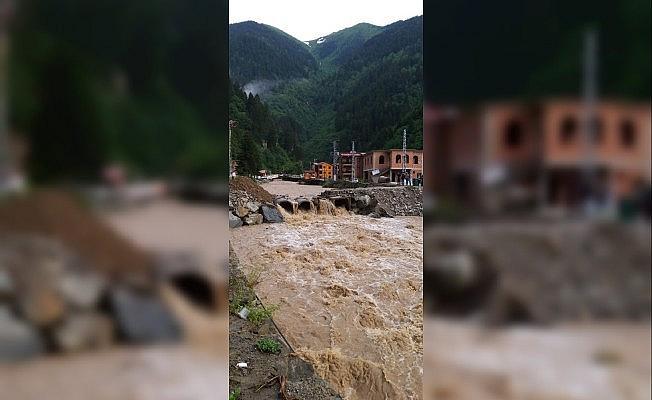 Trabzon'da etkili olan yağmur Uzungöl'ü de olumsuz etkiledi
