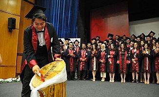 Veteriner Fakültesi 12. mezunlarını verdi
