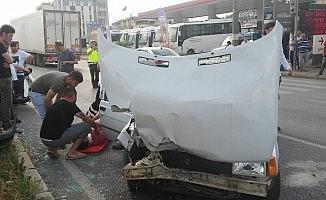Yayaya çarpmamak isterken kaza yaptı: 1 yaralı