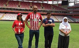 Antalyaspor'dan Ali Gürbüz'lü forma tanıtımı!!!
