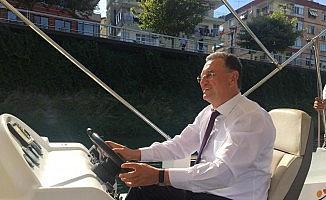 Başkan Savaş, Asi Nehri'nde tekne kullandı!