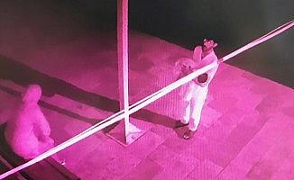 Bebeklerini camiye bırakan çift güvenlik kamerasına yakalandı!