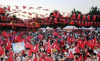 """Diyarbakır'da """"15 Temmuz Demokrasi ve Milli Birlik Günü"""" nöbeti"""