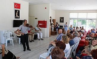 Emekliler, kent orkestrası ile eğlendi