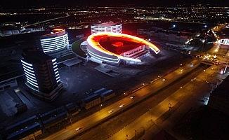 Erzurum Şehir Hastanesi'nin ışıkları 15 Temmuz şehitleri için yandı