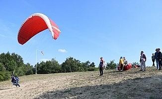 İnegöl'de kamplı yamaç paraşütü etkinliği başladı