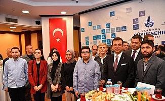 İstanbul Büyükşehir Belediyesi önünde 15 Temmuz anıldı