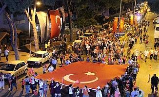 Kuyucak'ta  mehterli 'Demokrasi ve Milli Birlik' yürüyüşü