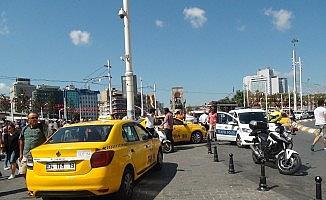 (Özel) Taksim'de aracı men edilen taksiciden tepki