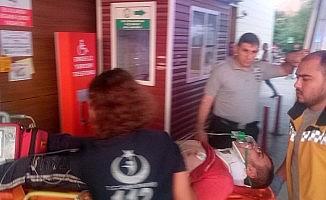 Römorkun altında kalan genç ağır yaralandı