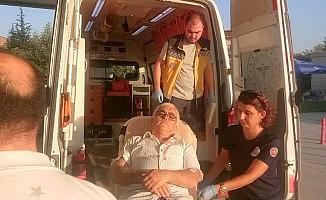 Seyir halindeki araçtan kendini attı