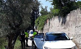 Terliklerle kaçamayınca polise teslim oldu