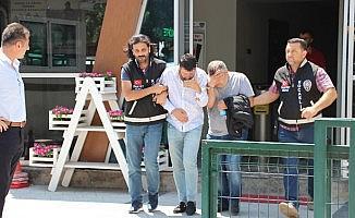 Turistleri gasp eden 3 sahte polis tutuklandı