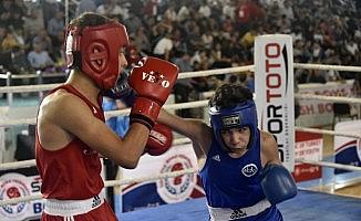 Üst Minikler Türkiye Ferdi Boks Şampiyonası Gümüşhane'de başladı