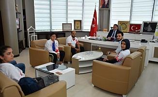 Balkan şampiyonu milli takım sporcularından Başkan Beyoğlu'na ziyaret