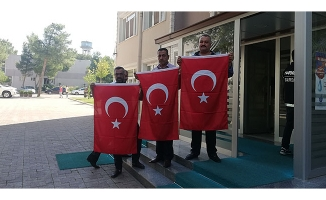 Bayrağa dokunana devlet dokundu!