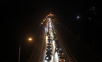 Bayram trafiği yoğunluğu sürüyor