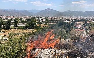 Fethiye'de makilik alanda yangın