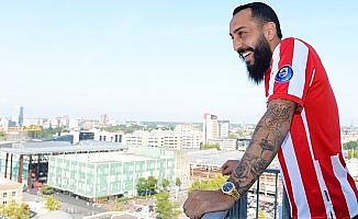Yeni takımı PSV'nin formasını giydi