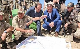 Valiler ve komutanlar 'Kıran' operasyonu bölgesinde