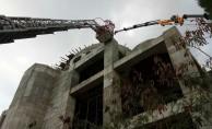 Cami inşaatında iskele çöktü