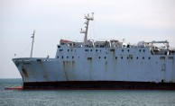 Mersin'de karaya oturan geminin etrafına bariyer çekildi