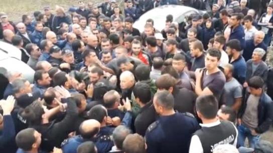 Gürcistan'da Ermeni grup ile polis arasında arbede